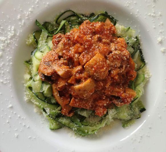Tallarines de calabacín con boloñesa de champiñones, receta vegetariana con Thermomix®