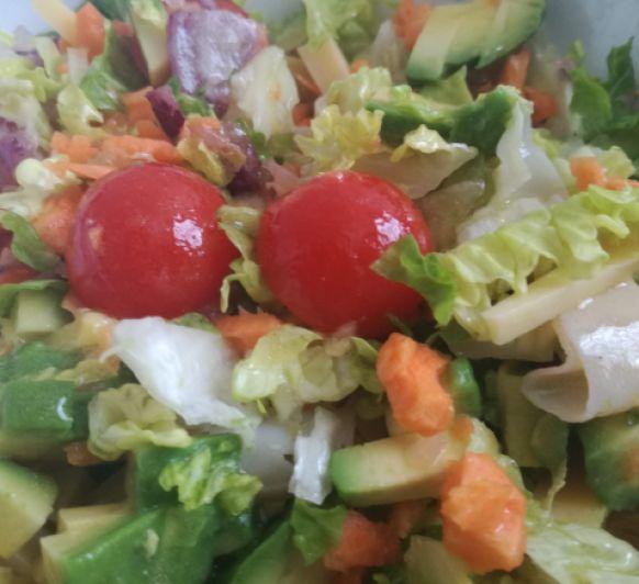 Ideas para preparar tu ensalada con Thermomix® : ensalada de jamón de york, quesos y aguacate