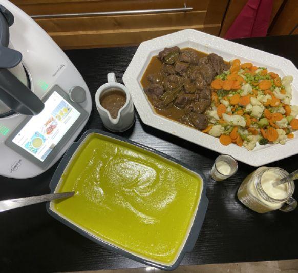 Menu completo de clase de cocina crema y carrilladas al tomillo con menestra con Thermomix®