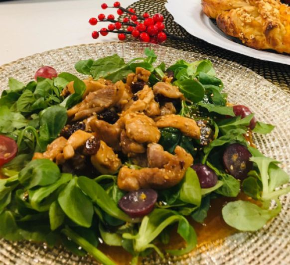 Ensalada con pollo dorado, uvas y pasas con Thermomix® (Delegación Méndez Álvaro)