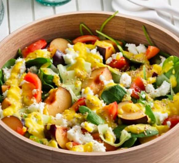Ensalada de espinacas y ciruelas con vinagreta de mango