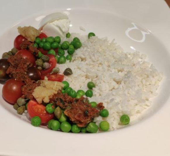 Ensalada de arroz con aliño de pesto rojo con Thermomix®