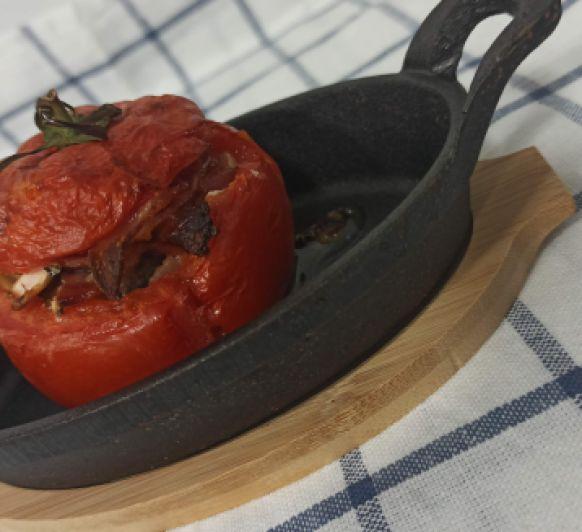Tomates rellenos de queso de cabra, beicon y champiñones hechos en Thermomix®