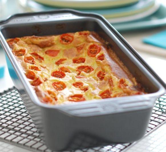 Pastel de puerros con tomates cherry.
