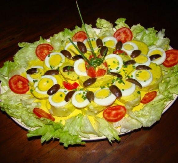 Patatas a la huancaina. (Plato peruano)