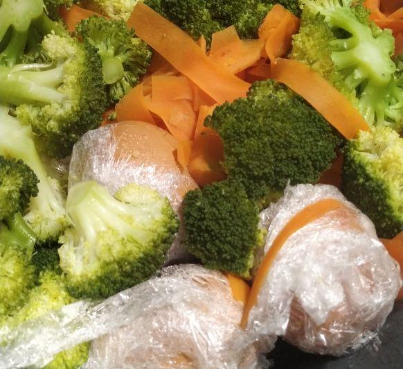 Menú: Crema de zanahoria y patata. Salmón al vapor con verduras