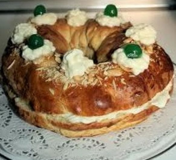 Corona de la Almudena,dulce típico de Madrid.