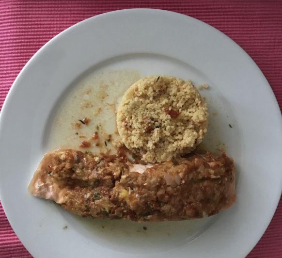 Salmón en papillote con tomates secos acompañado de cuscus hecho en Thermomix®