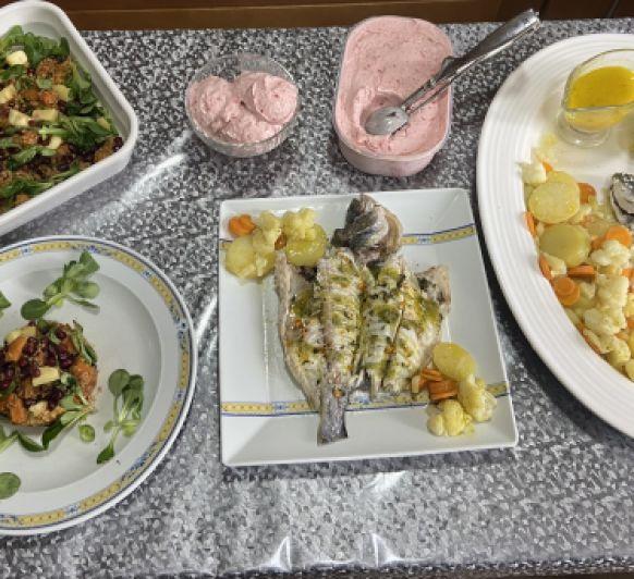 Clase con Thermomix® Dorada a la sal con verdura ,Ensalada de quinoa y helado de fresas